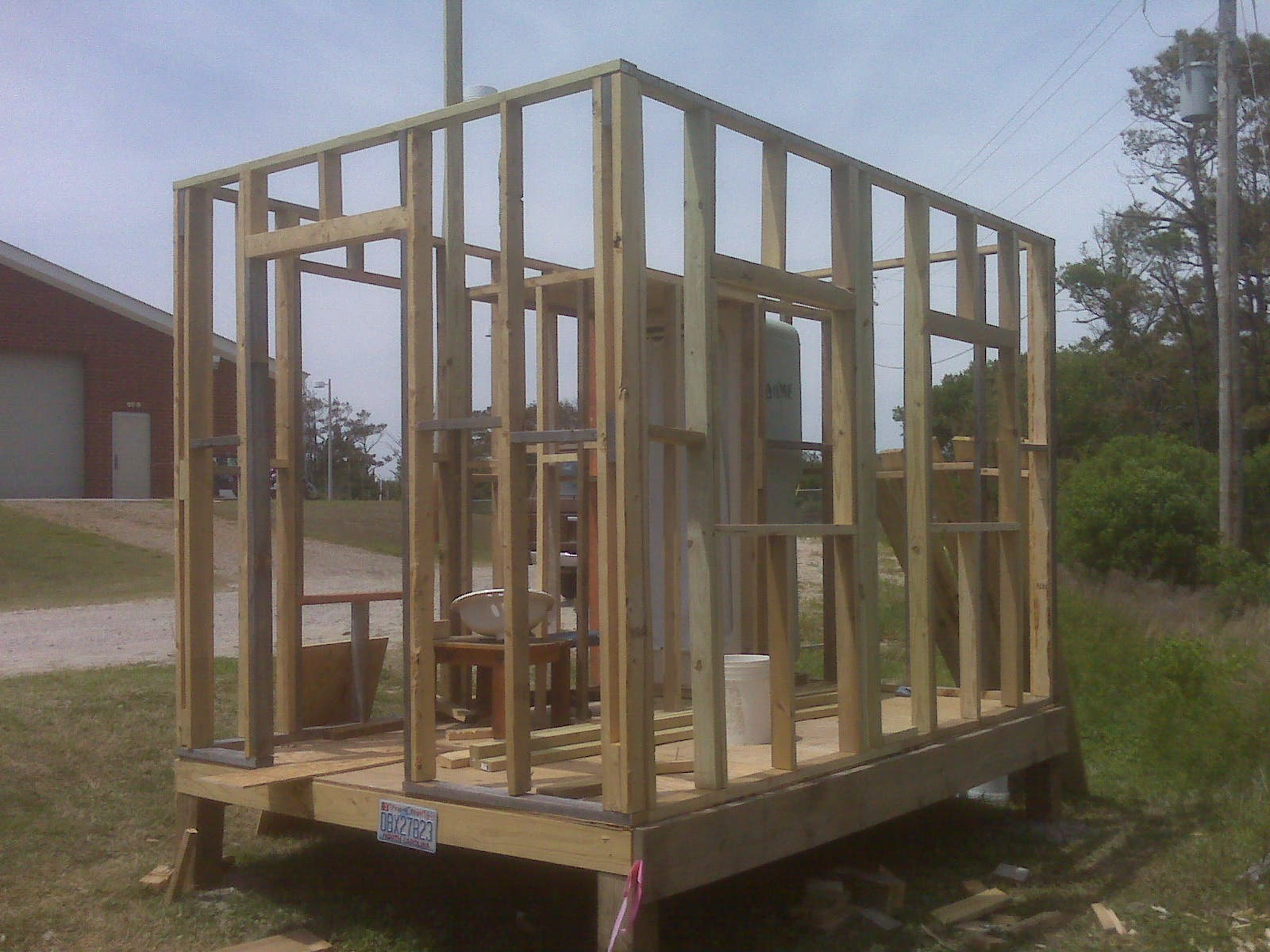 Ted Fort In Salvo Nc On The Outer Banks And A Group Of Students Are Building A 96 Square Foot House Using Completely Found Materials