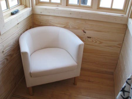 Alcove seating area