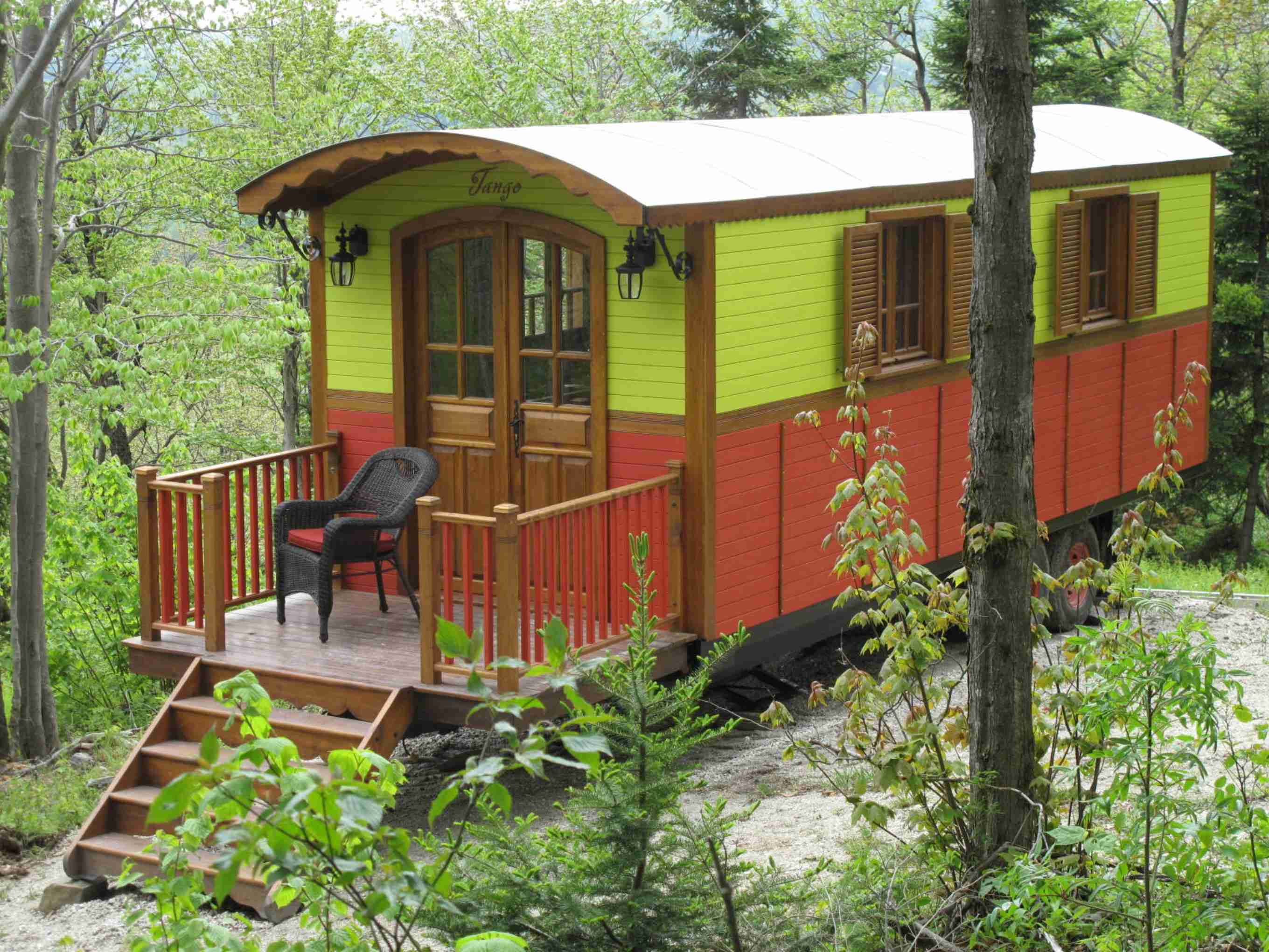 Roulottes en bois tango for Micro mobile homes for sale