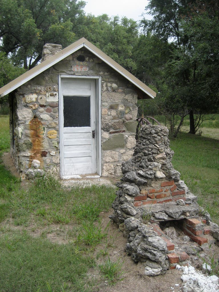 Tiny house in a landscape for Small stone house