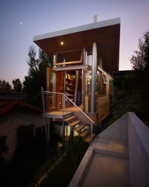 treehouse-exterior-dusk