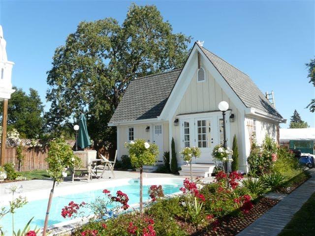 Sonoma victorian cottage for Cottage guest house plans