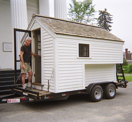Roberts Tiny Truck House