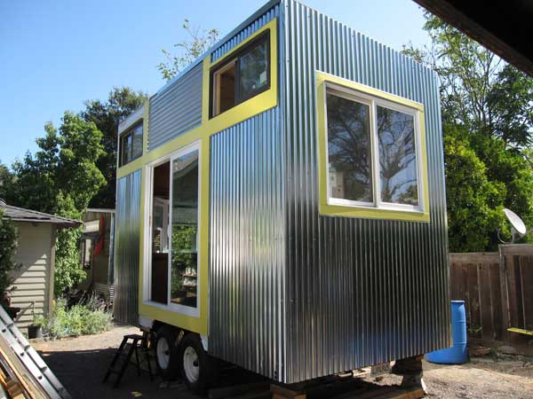 Jenine 39 s modern tiny house project Modern tiny homes on wheels