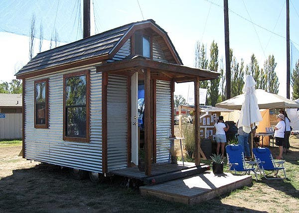 Tiny House powered by Solman Mobile Solar Generator