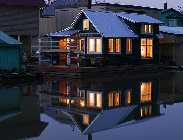 Floating guest house for Floating homes portland