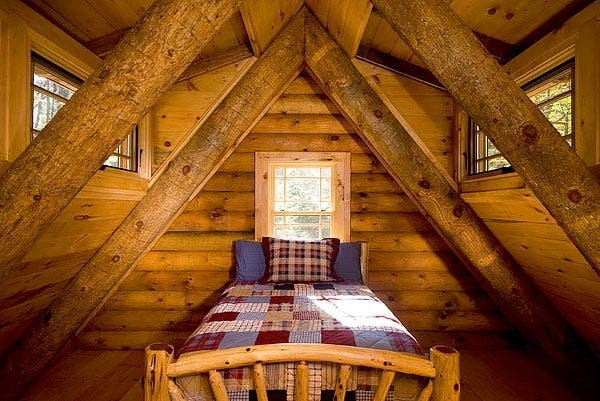 Rustic retreat log cabin in the woods for Log cabin retreat