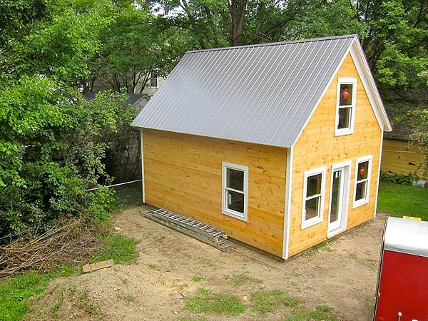 Caleb 39 s small clog guest house Tiny house in backyard