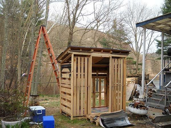 pallet hen house framed