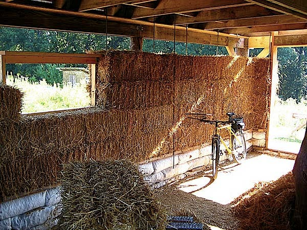 Small timber frame house plans and workshop for Straw bale house cost per square foot
