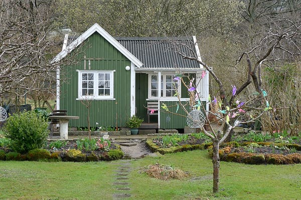 Tiny houses in gothenburg sweden for Holiday home garden design
