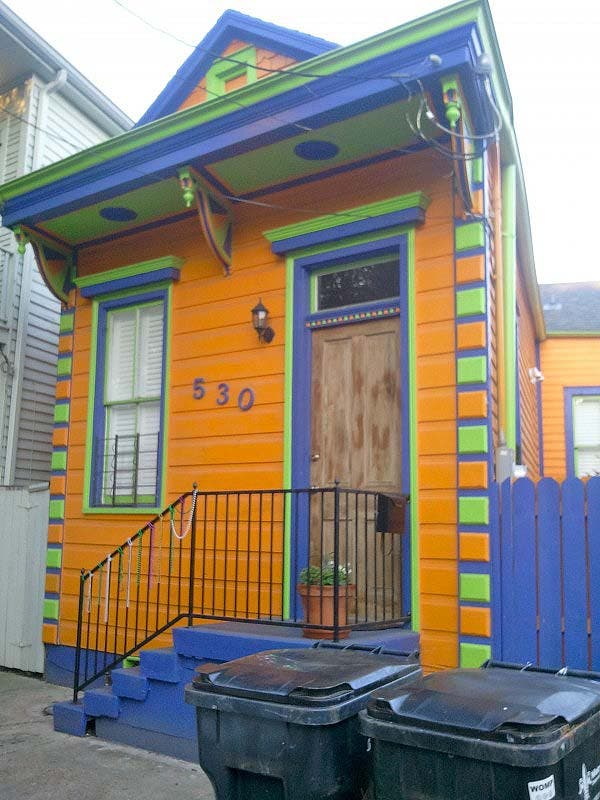 The tiny cottages of faubourg marigny for Piani casa cottage shotgun