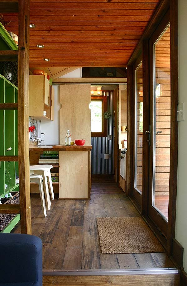 Tall man 39 s tiny house for Tiny house interieur