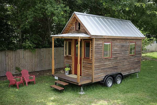 Tiny sip house Building with sip