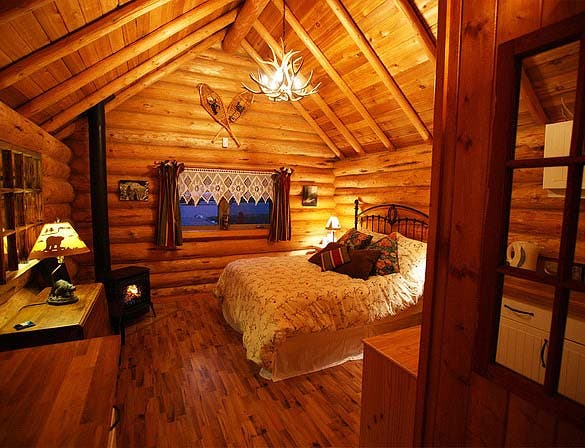Our Cozy Log Cabin Offers Modern Amenities With Rustic Ambiance