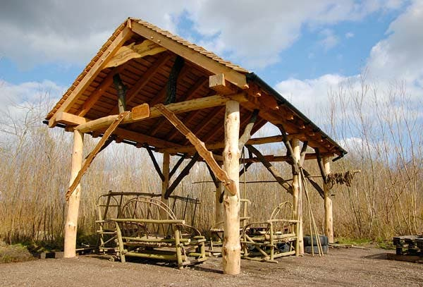 Timber Framed Building : Build locally with roundwood timber framing