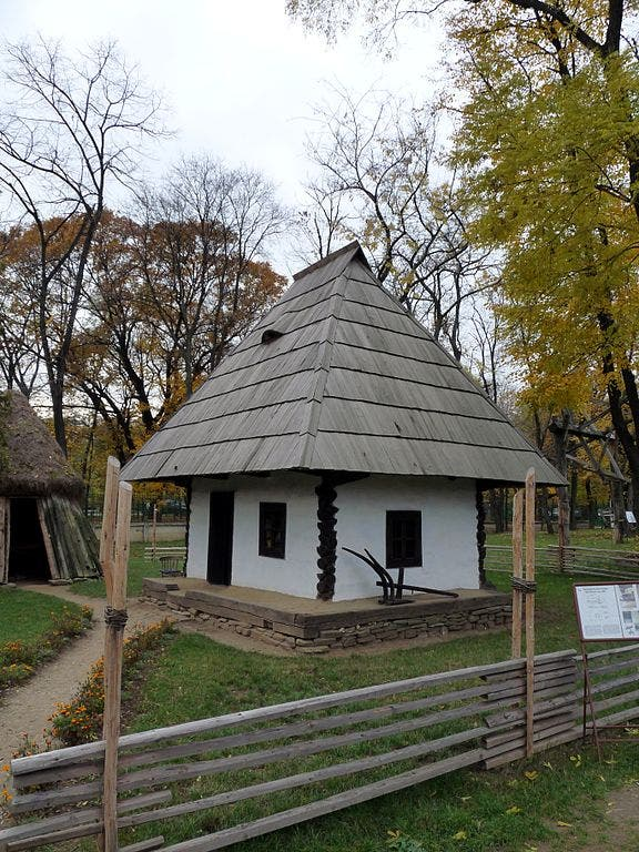 576px-RO_B_Village_Museum_Rapciuni_household_house