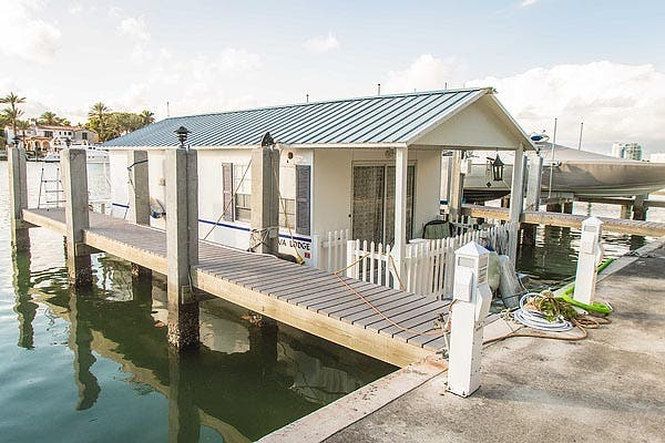 Aqualodge houseboat