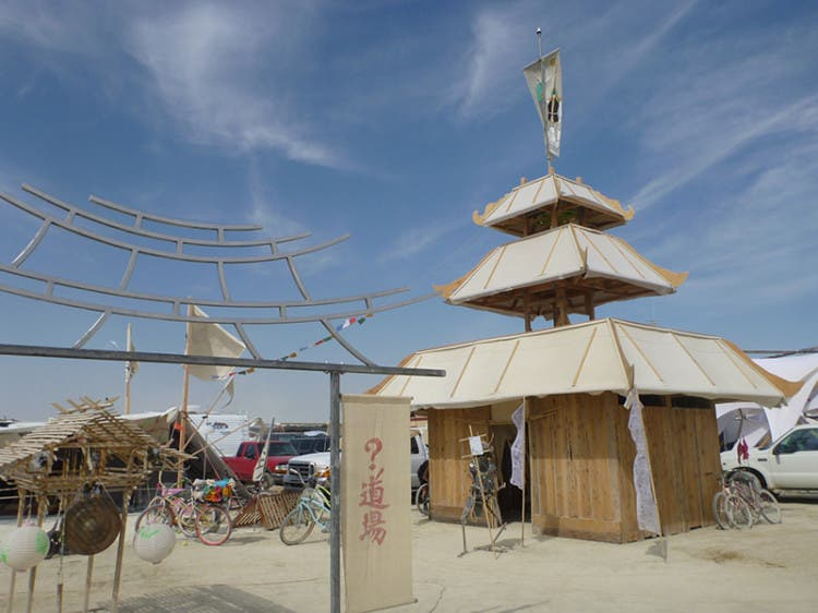 burning-man-tiny-house27