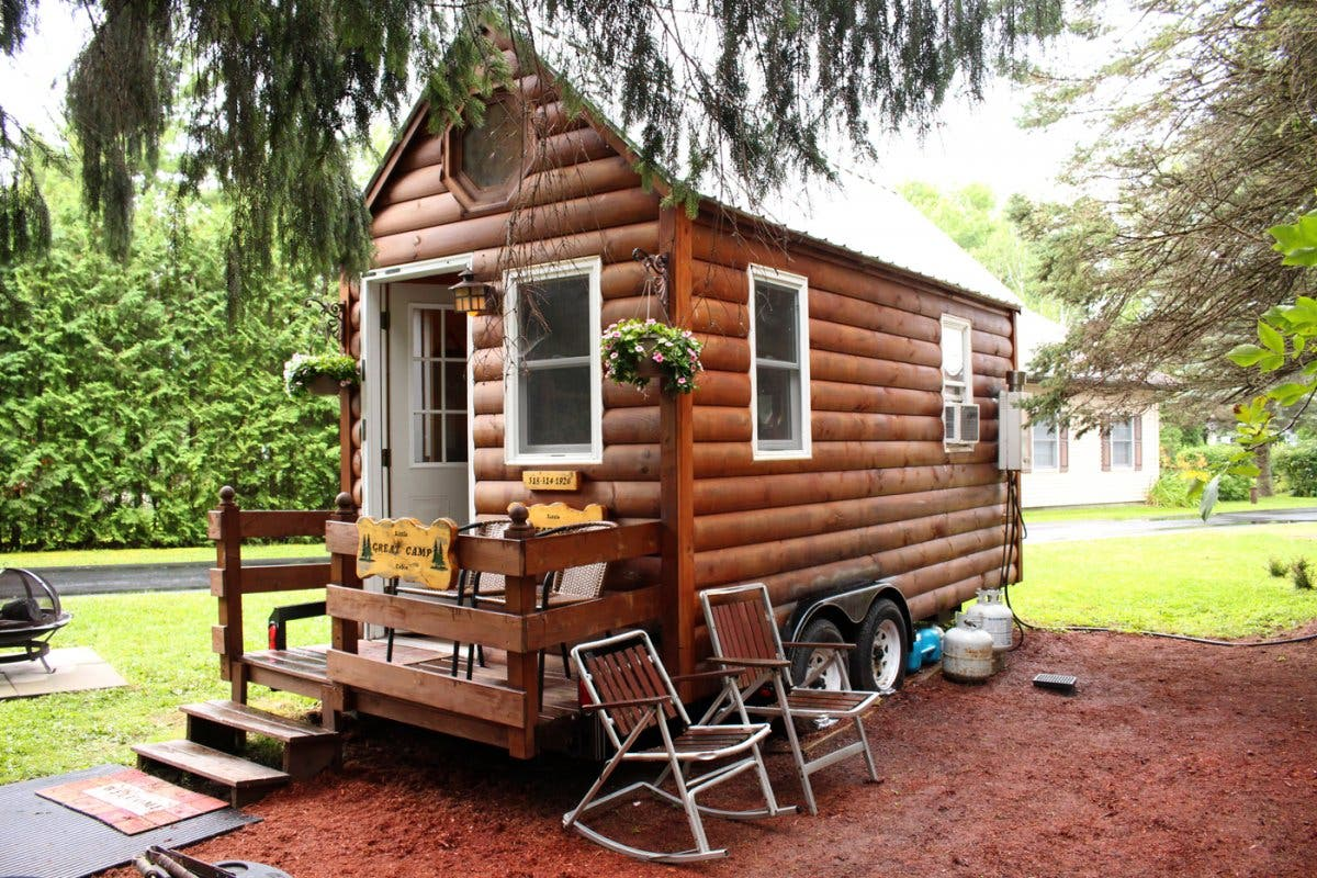 Surviving with mom in a tiny house tiny house blog for Micro cottage builders