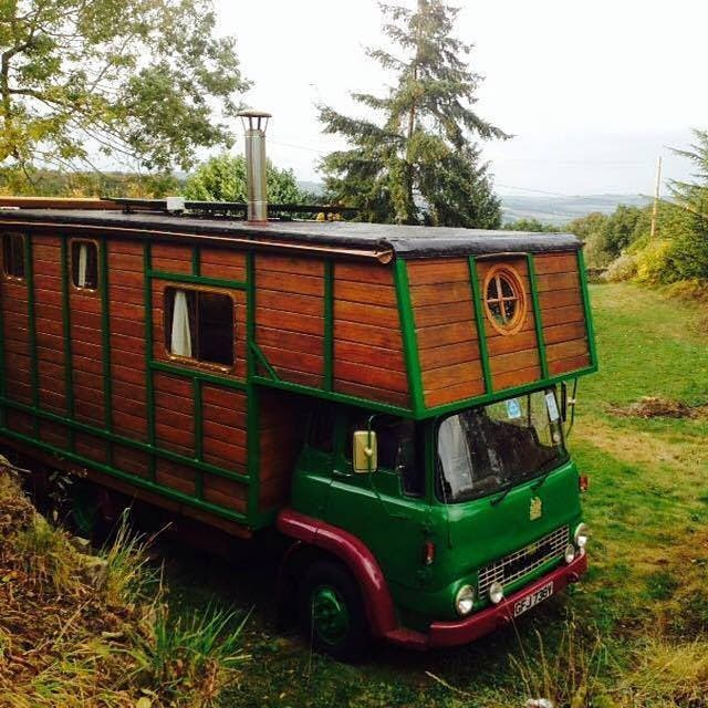 Old Horse Box Truck converted to living quarters at our sister site @tinyhousenews #tinyhouse #tinyhome #tinyhouseliving #tinyhouseblog #tinyhousemovement #tinyhome #tinyhousenews #horsetruck
