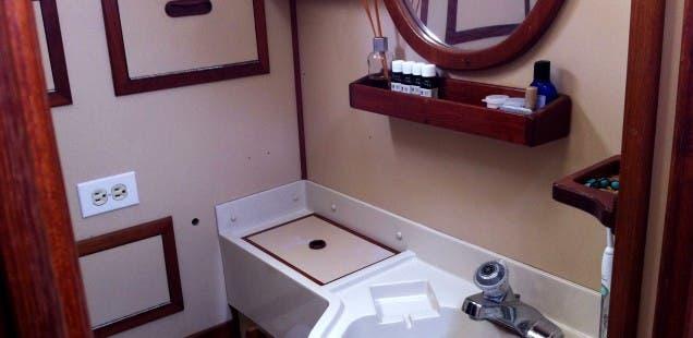 cal-35-interior-head-sink-636x310