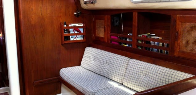 cal-35-interior-starboard-settee-636x310