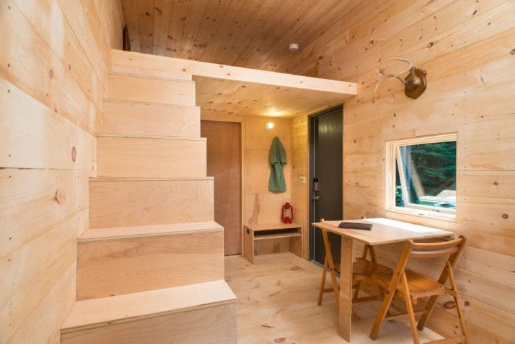 Getaway-Tiny-Cabin-stairs