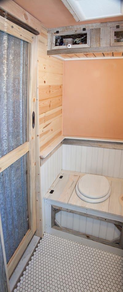 Tiny-Craftsman-House-toilet