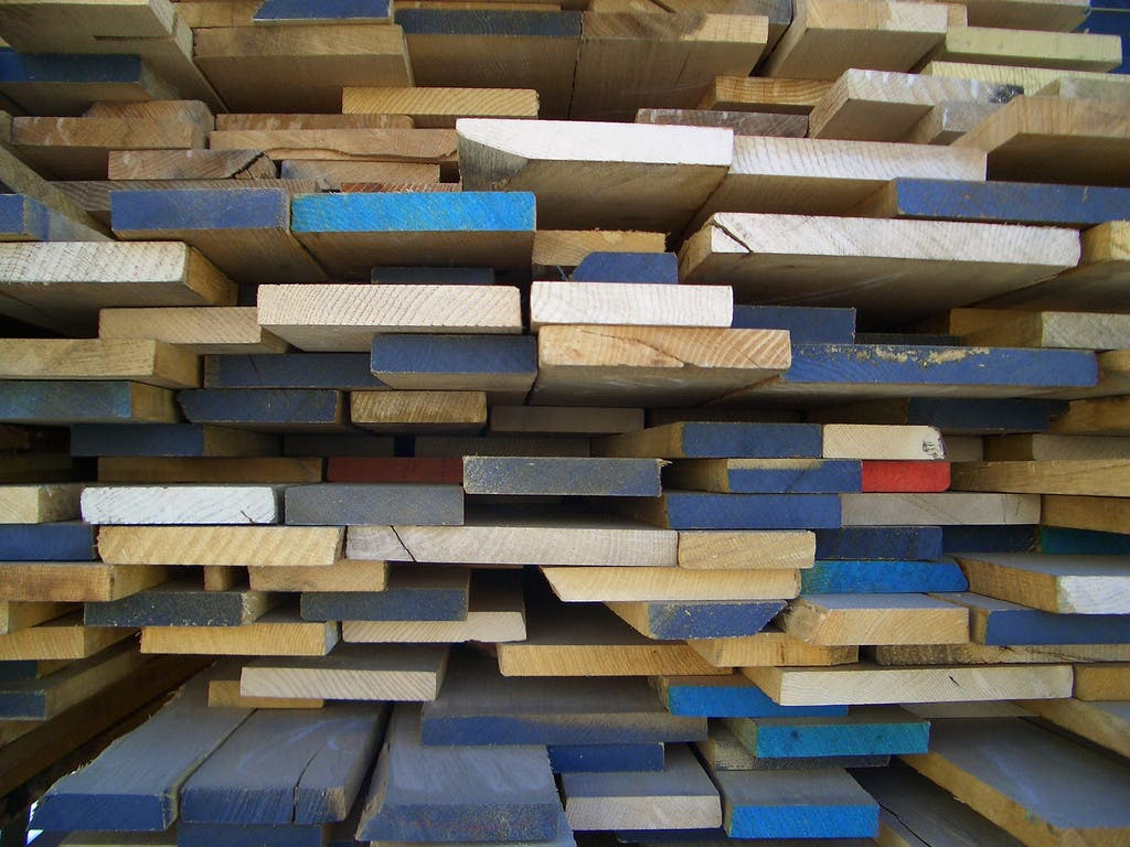Used reclaimed recycled building materials 10 tips for for Price of reclaimed wood