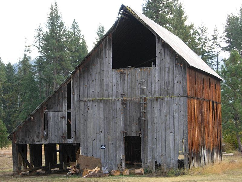 Used reclaimed recycled building materials 10 tips for for Barn home builders near me