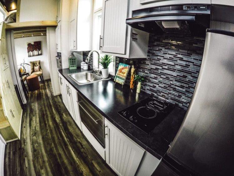 TinyMountainHouses-kitchen