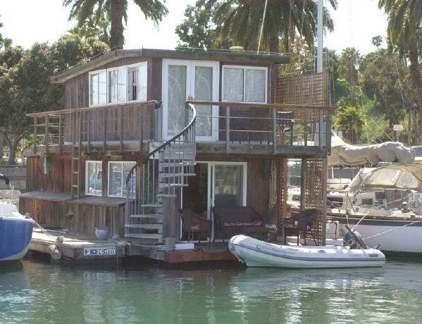 Santa barbara s only true houseboat is for sale tiny for Tiny house santa barbara