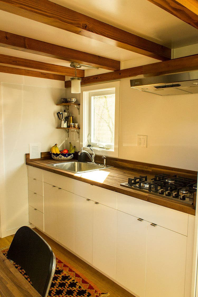 Hikari-Box-Tiny-House-kitchen