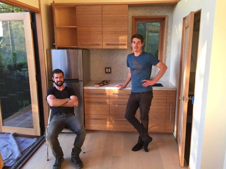 AVAVA-tinyhouse-crew