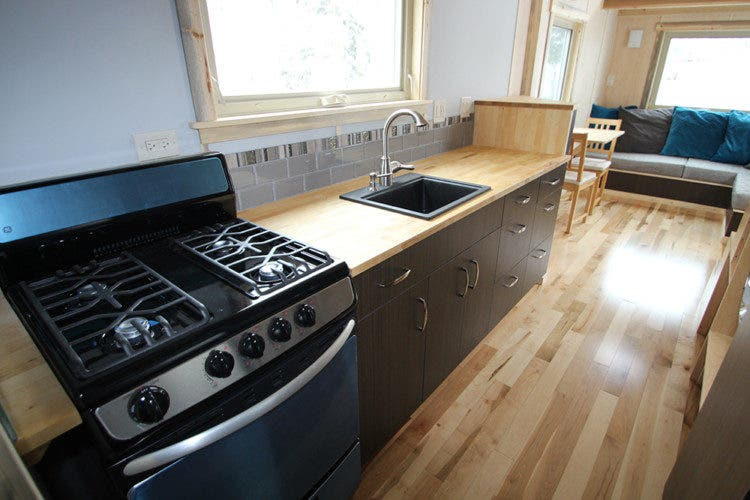 Simblissity-tinyhouse-kitchen