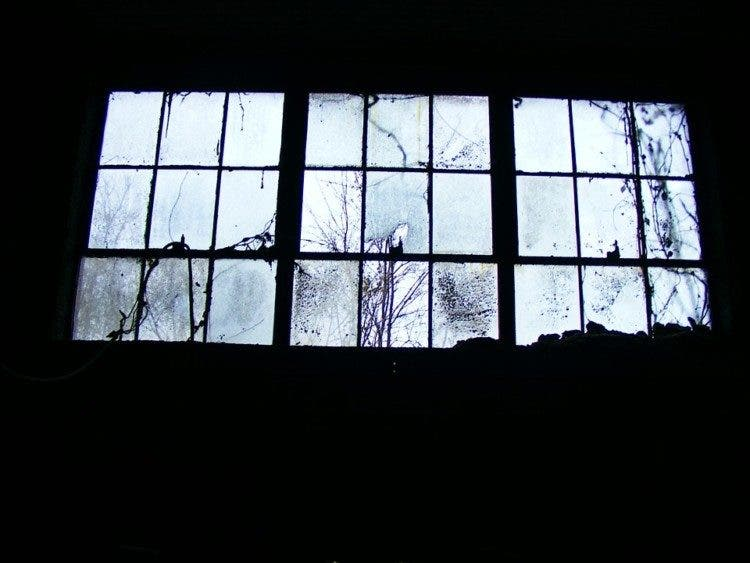 window-191077_960_720