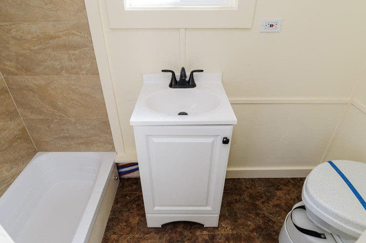 tinyhousesbydarla-bath