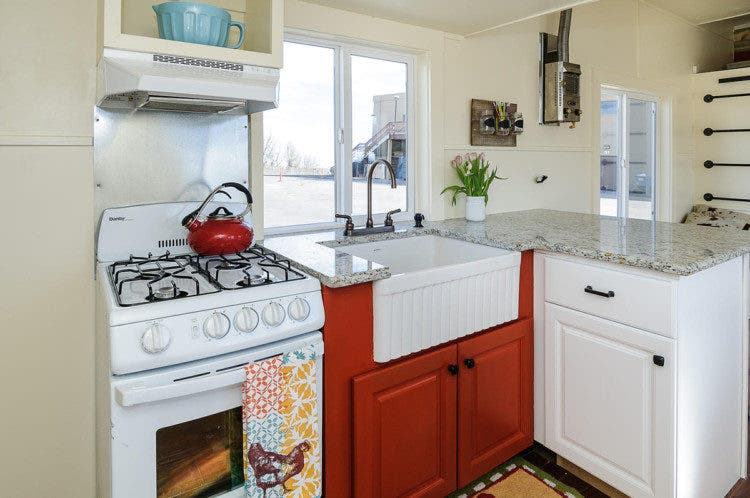 tinyhousesbydarla-kitchen2
