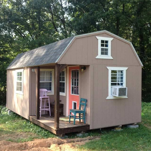 Tiny house living on a budget 10 inexpensive small homes for Affordable barn homes