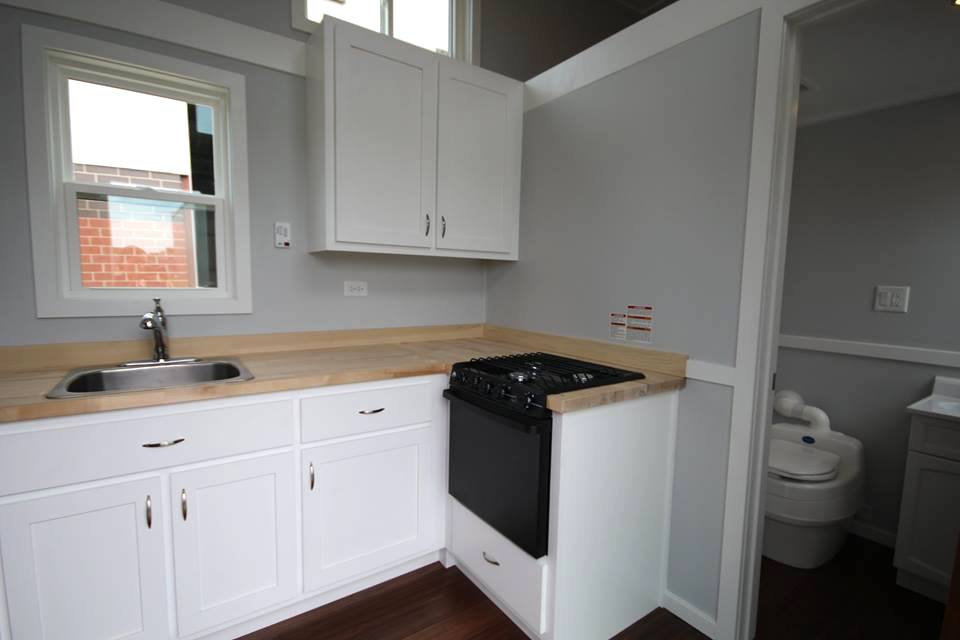 titantinyhouse-kitchen2