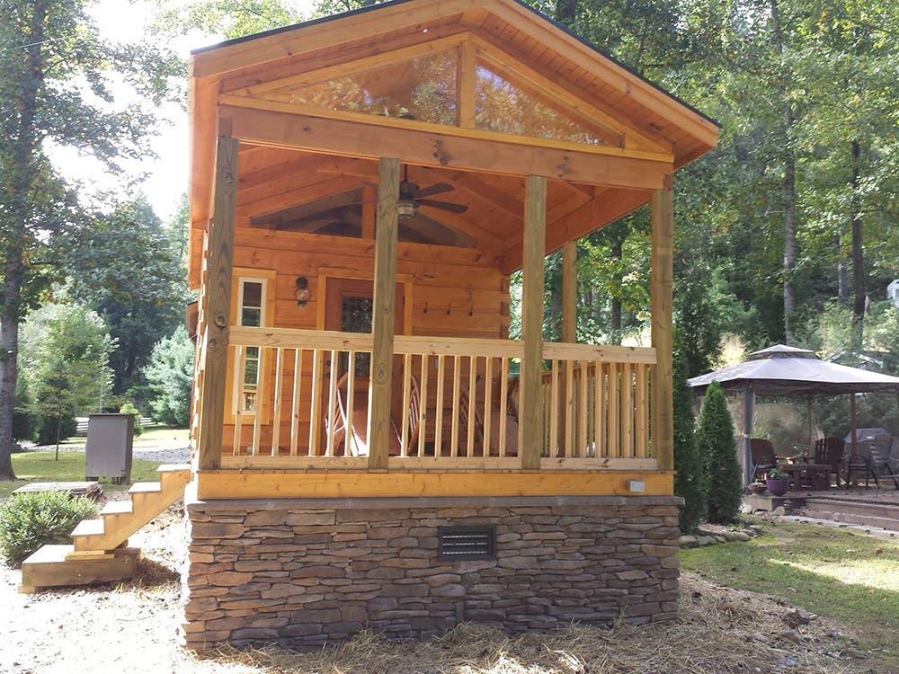 Greenriverlogcabin tinyhouse1 tiny house blog for Tiny house blog