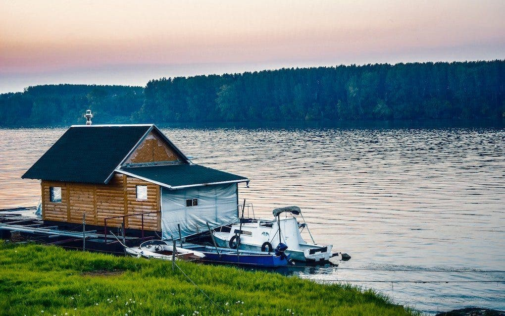 Pros and Cons of a Tiny House Boat