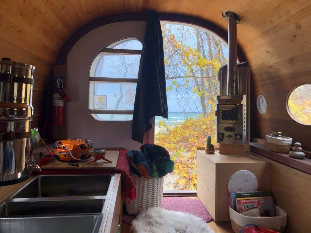 Tiny Overland House pic